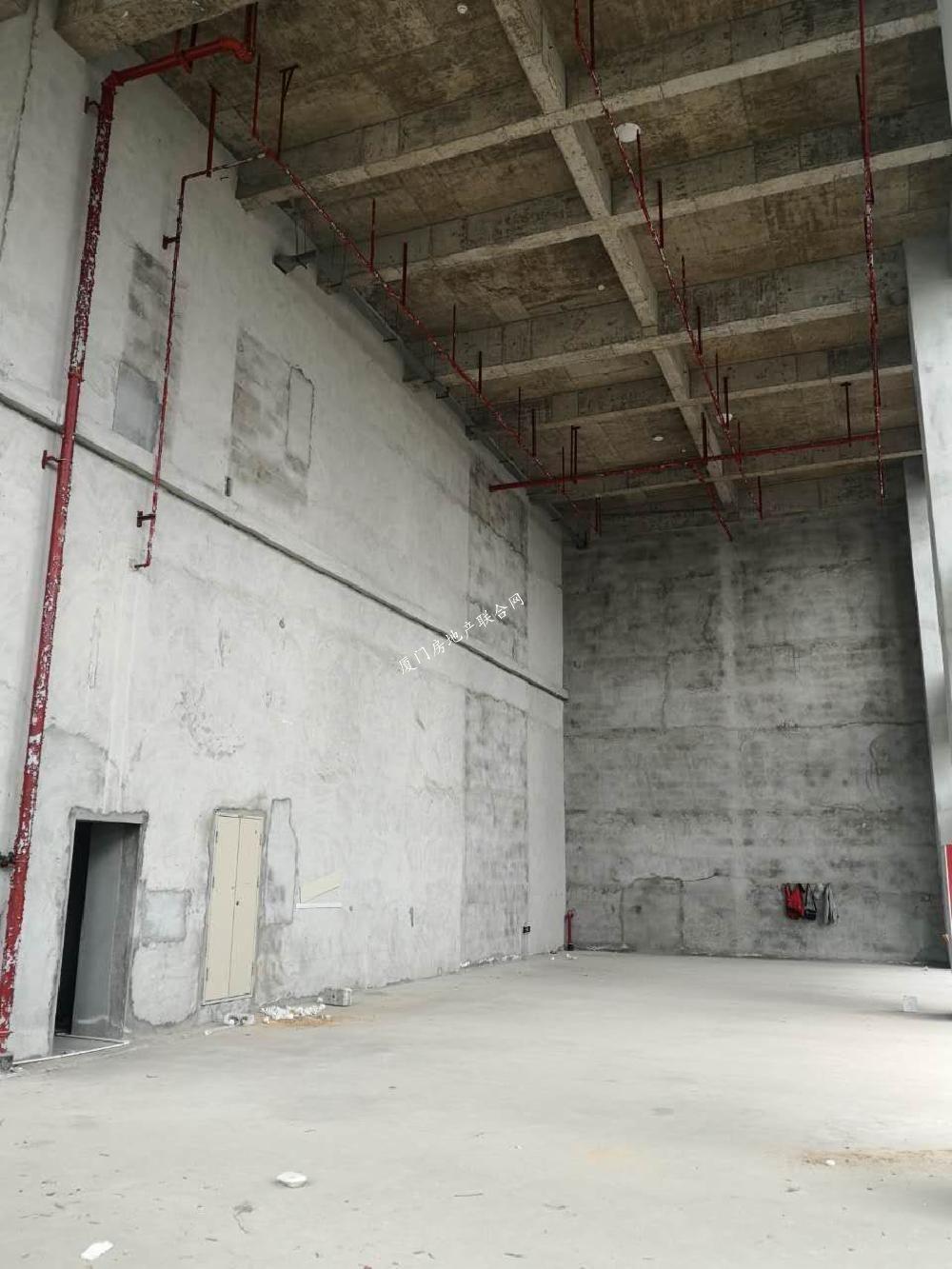 岛内店面 挑高10.6米 100平 适合各种行业租金150