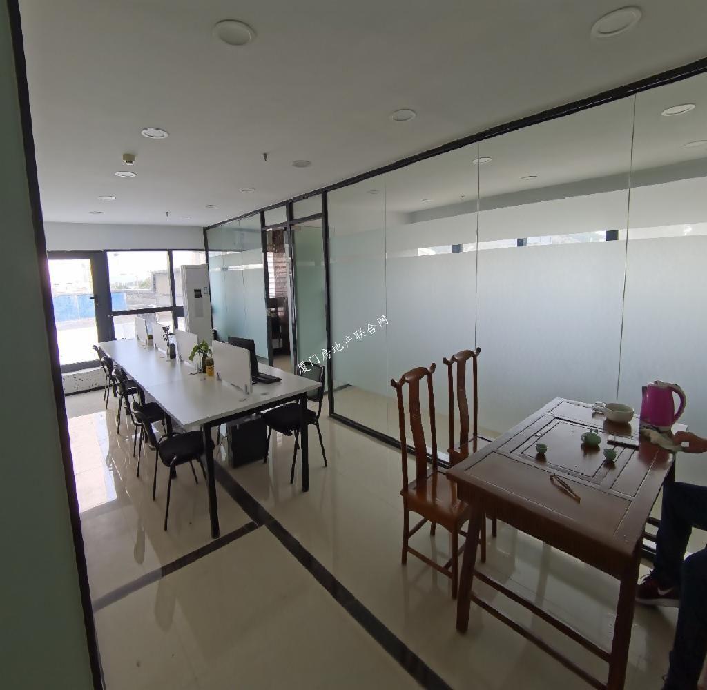 湖里万达广场99平,送200平露台,精致带全套家具出租2隔间